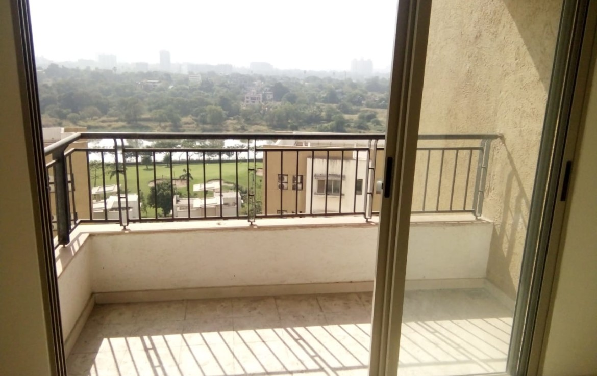 3 bhk Resale Flat at Casabella Apartment